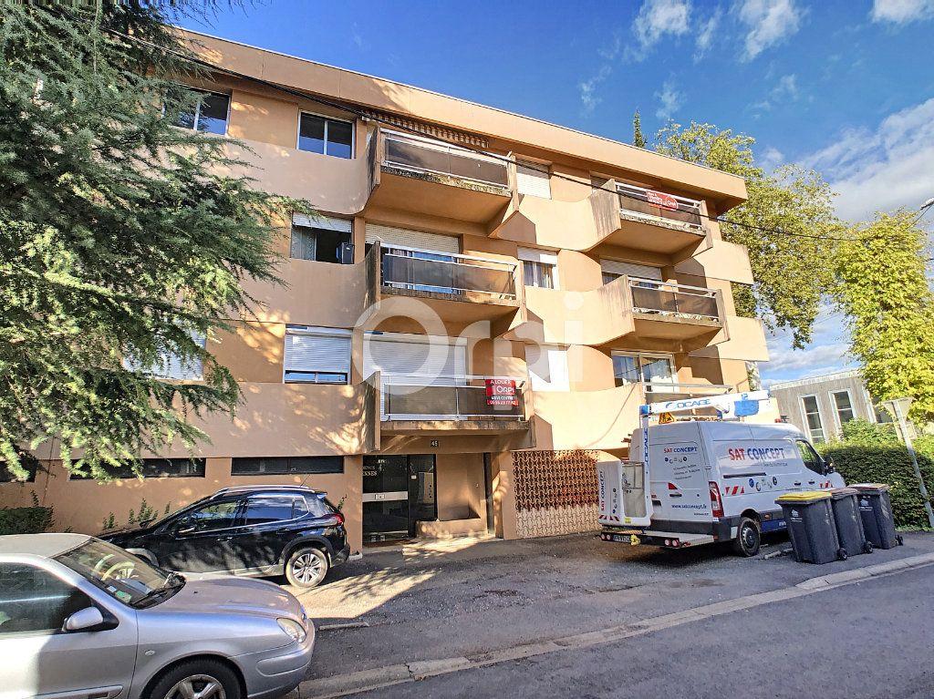 Appartement à louer 2 43m2 à Brive-la-Gaillarde vignette-1