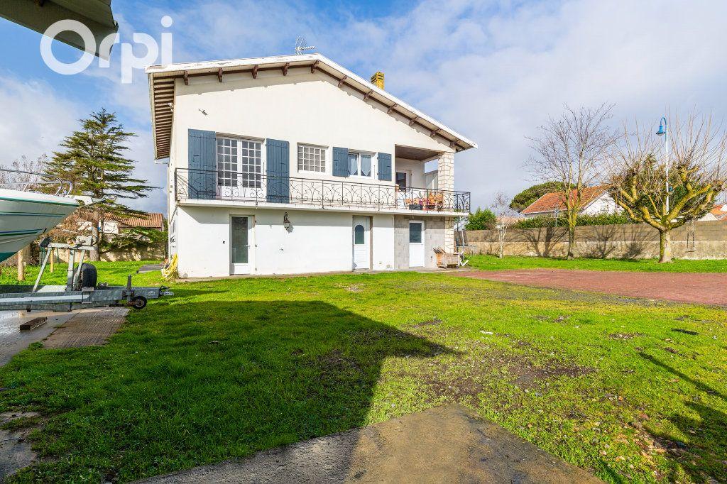Maison à vendre 10 205m2 à Bourcefranc-le-Chapus vignette-1