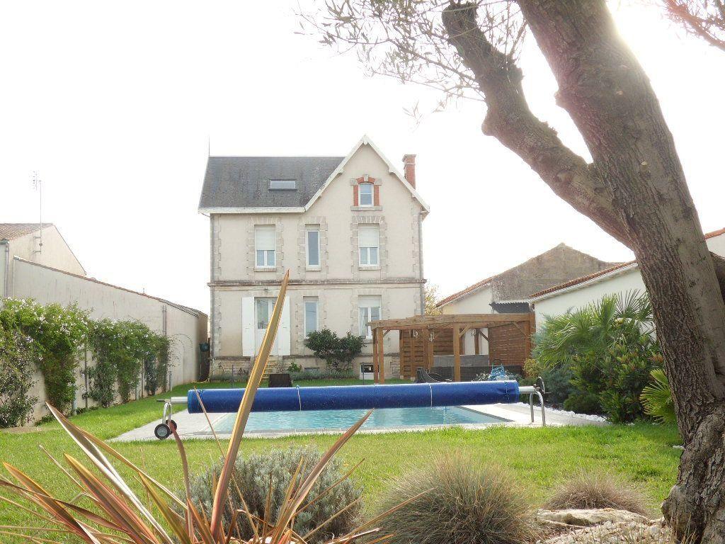 Maison à vendre 5 150m2 à Bourcefranc-le-Chapus vignette-2