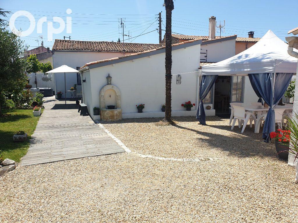 Maison à vendre 4 104m2 à Bourcefranc-le-Chapus vignette-1