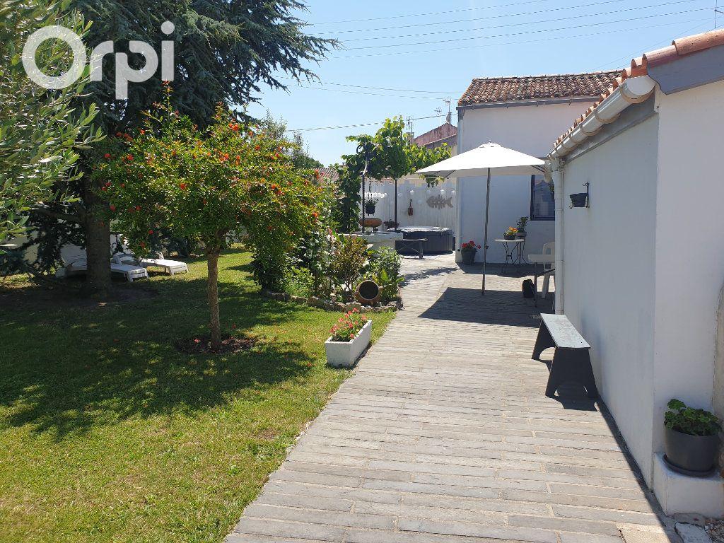Maison à vendre 4 104m2 à Bourcefranc-le-Chapus vignette-3