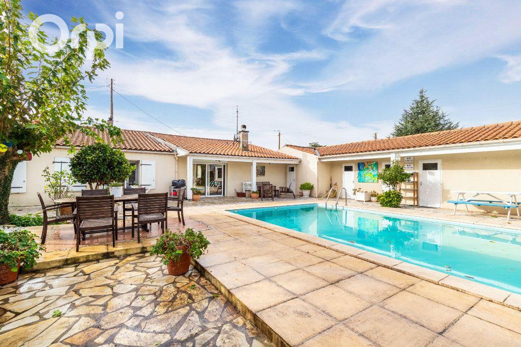 Maison à vendre 5 185m2 à Bourcefranc-le-Chapus vignette-1