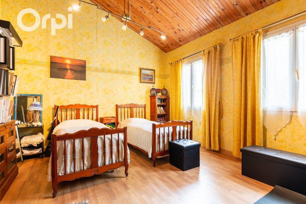 Maison à vendre 5 185m2 à Bourcefranc-le-Chapus vignette-7