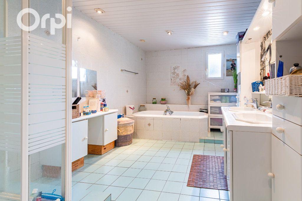 Maison à vendre 5 185m2 à Bourcefranc-le-Chapus vignette-8