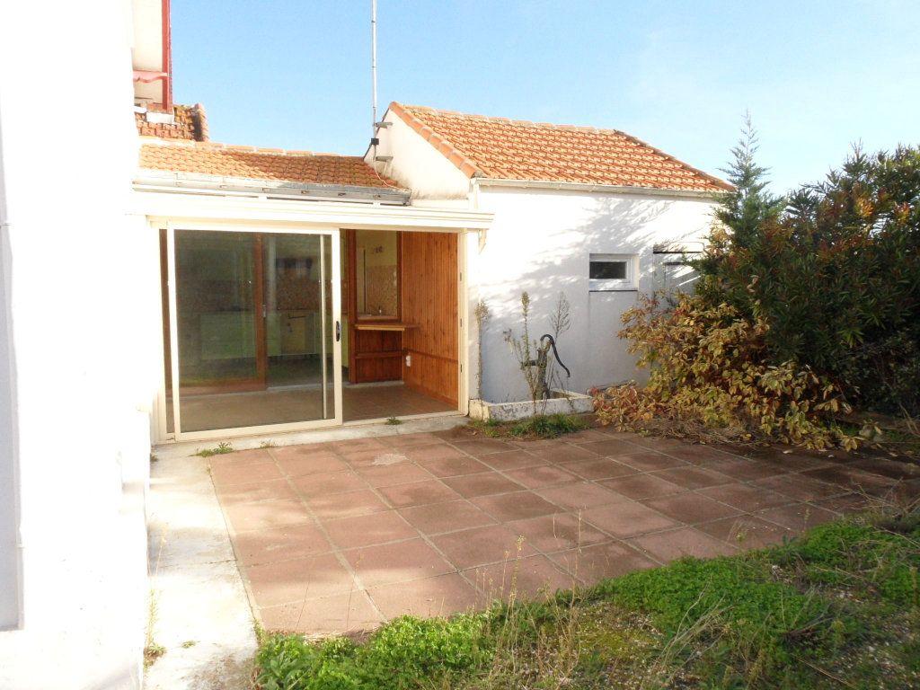 Maison à vendre 5 125m2 à Bourcefranc-le-Chapus vignette-5