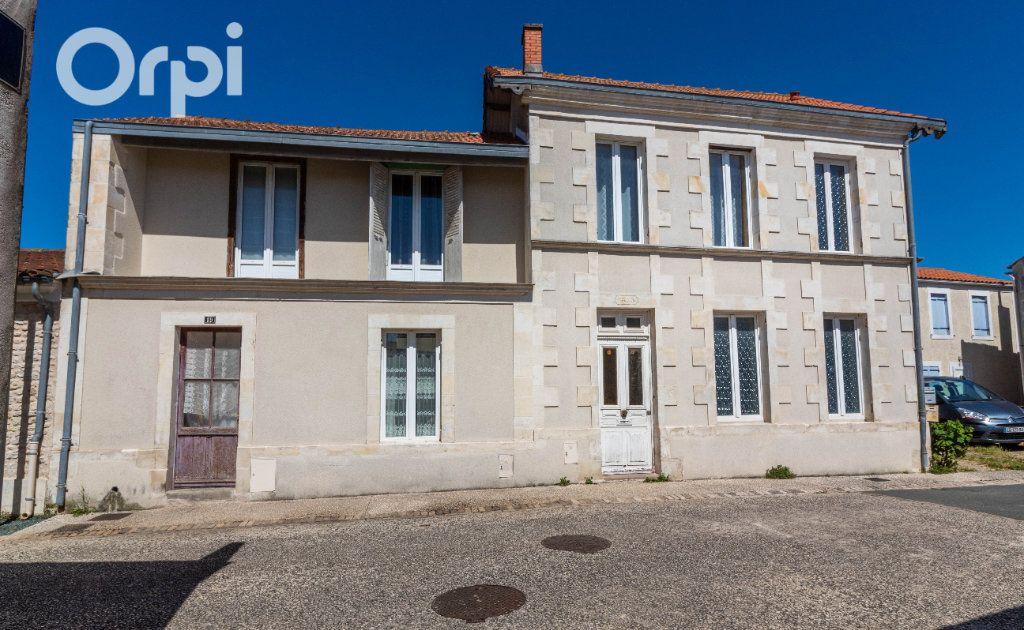 Maison à vendre 6 190m2 à Bourcefranc-le-Chapus vignette-1