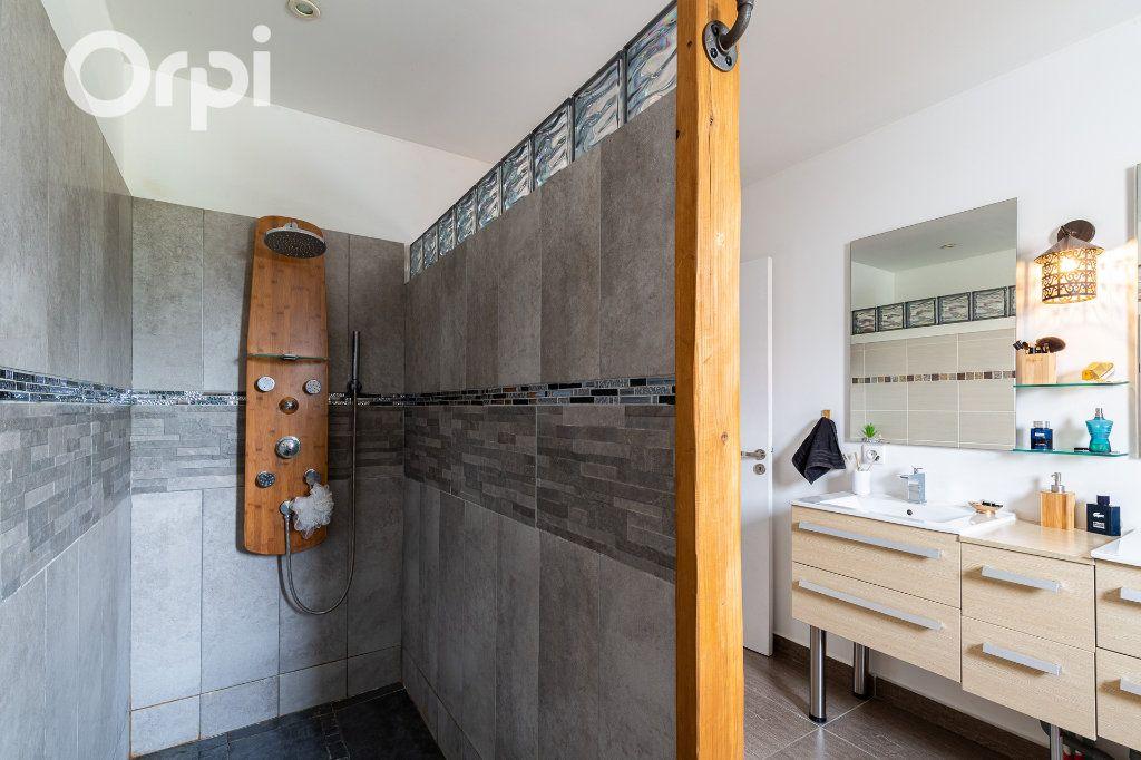 Maison à vendre 5 115m2 à Bourcefranc-le-Chapus vignette-7
