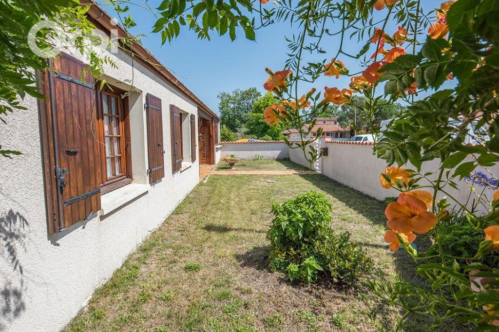 Maison à vendre 4 110m2 à La Tremblade vignette-1