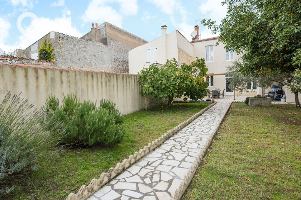 Maison à vendre 5 118.45m2 à La Tremblade vignette-3