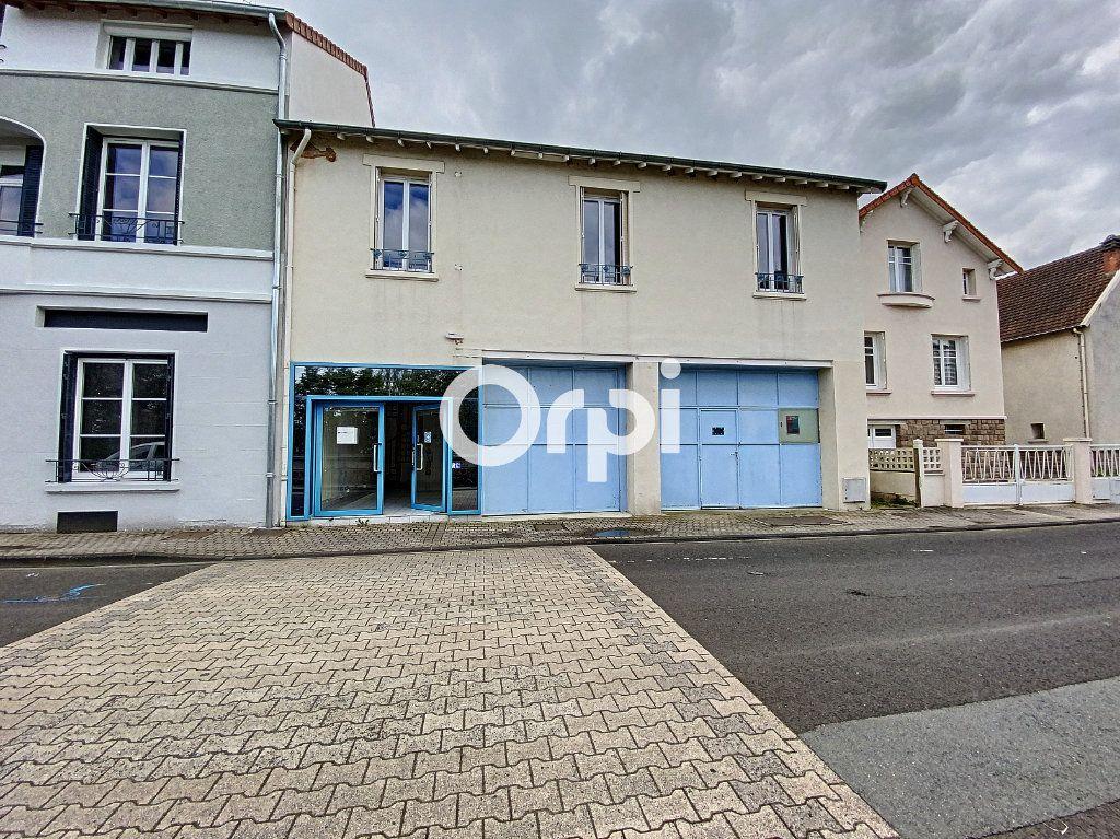 Maison à vendre 7 130m2 à Saint-Éloy-les-Mines vignette-1
