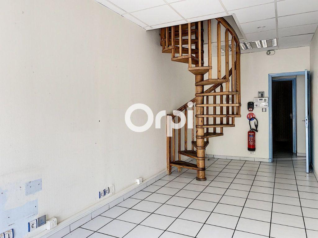 Maison à vendre 7 130m2 à Saint-Éloy-les-Mines vignette-3