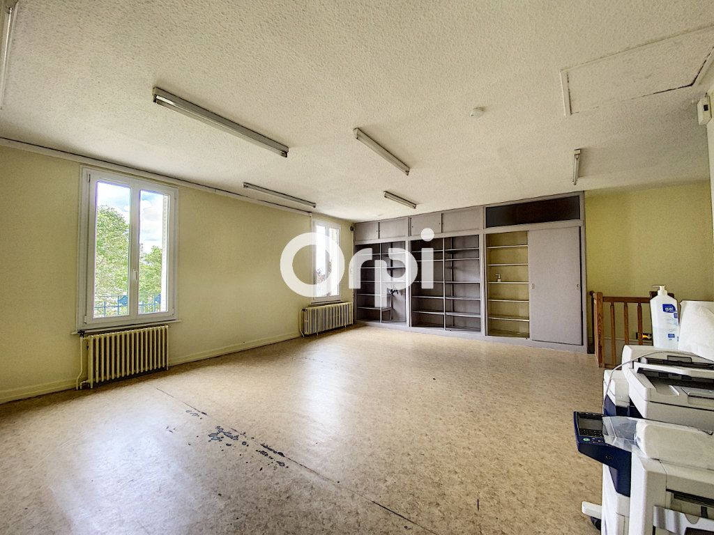 Maison à vendre 7 130m2 à Saint-Éloy-les-Mines vignette-6
