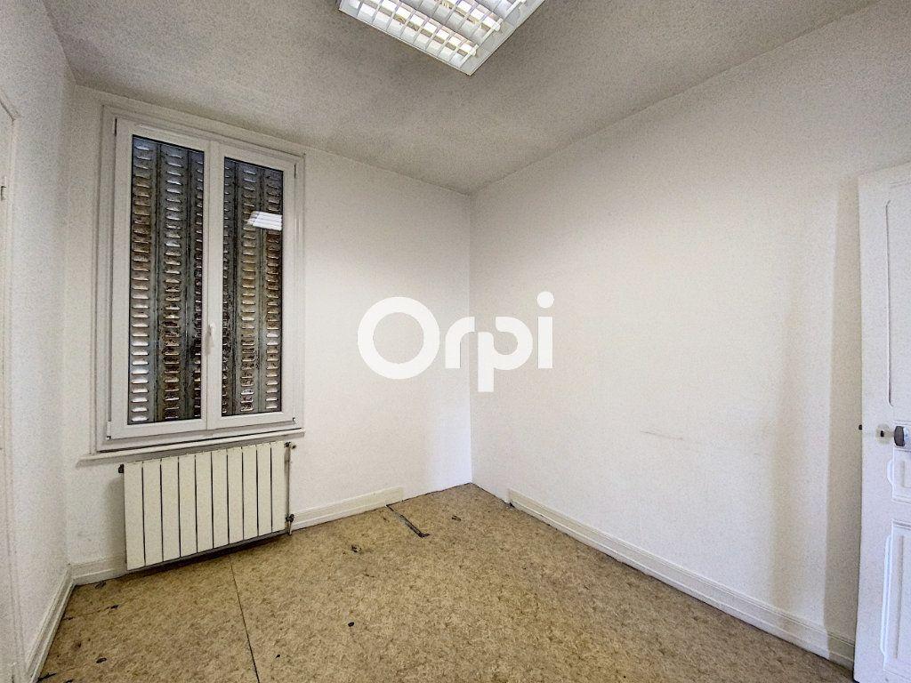 Maison à vendre 7 130m2 à Saint-Éloy-les-Mines vignette-7