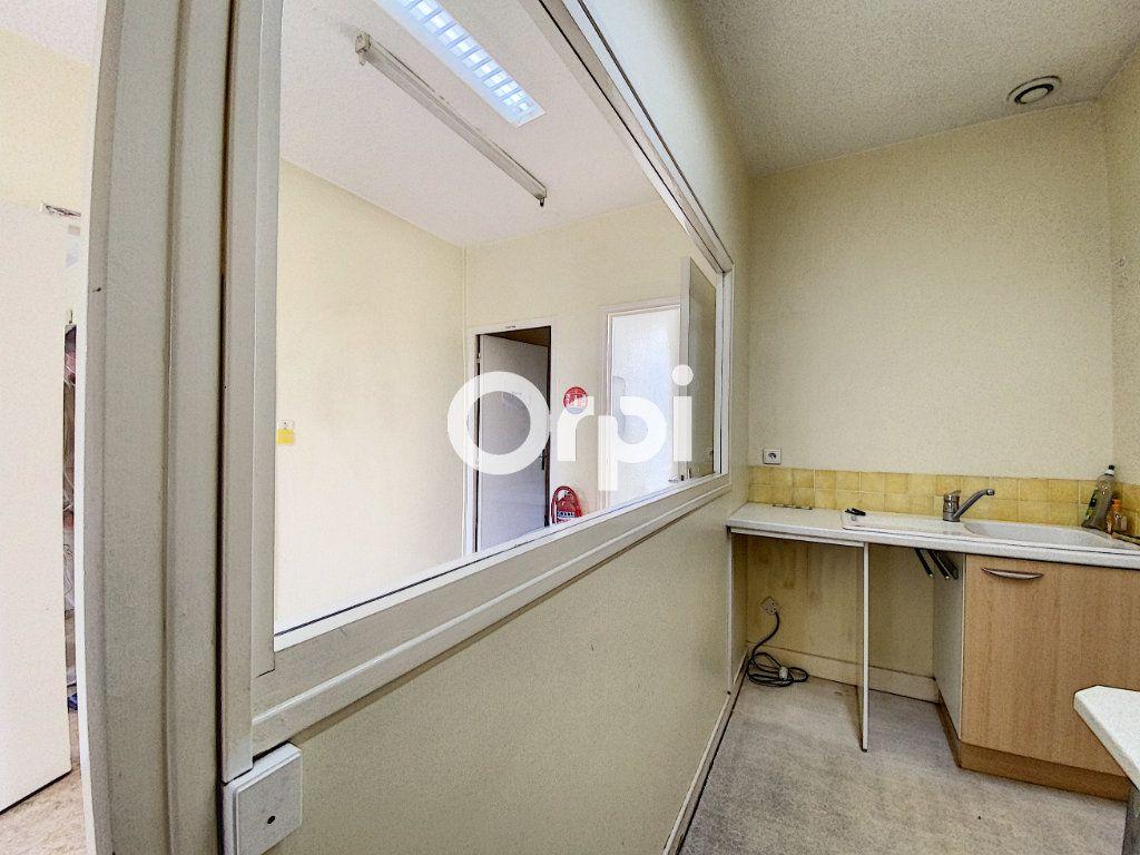 Maison à vendre 7 130m2 à Saint-Éloy-les-Mines vignette-8