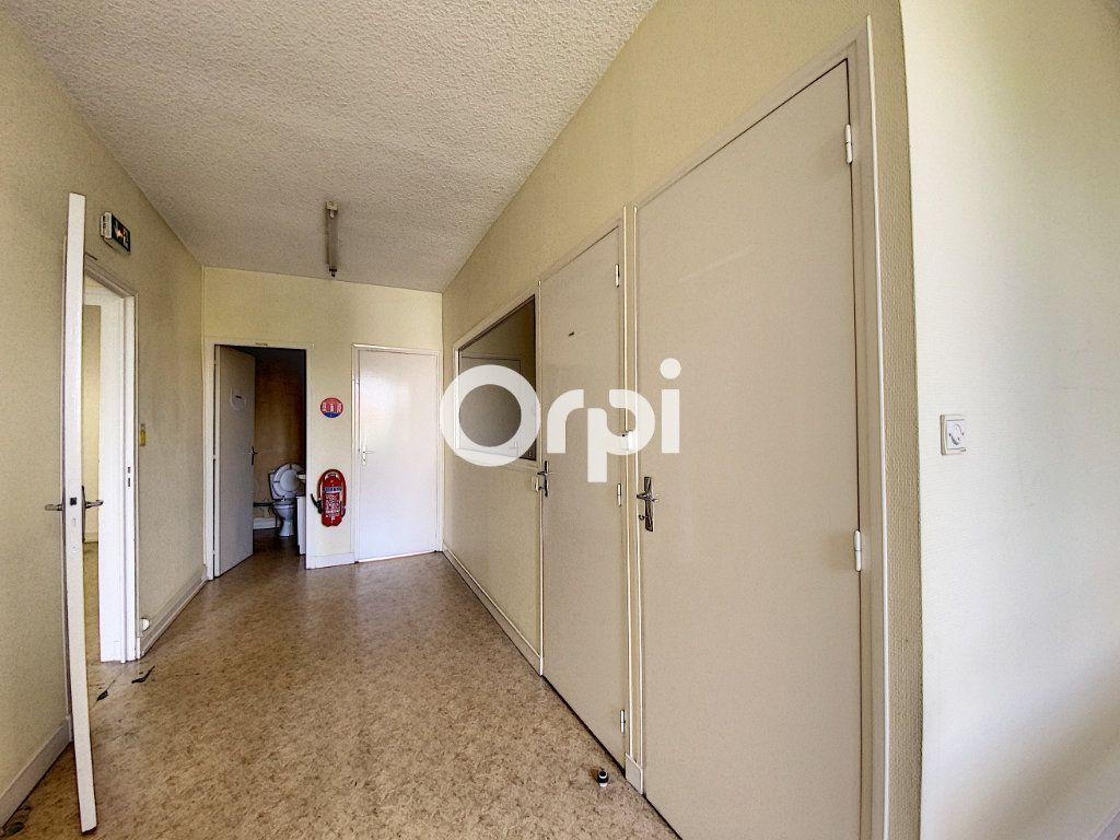 Maison à vendre 7 130m2 à Saint-Éloy-les-Mines vignette-11