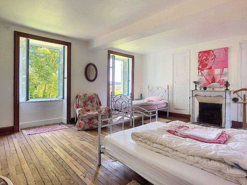 Maison à vendre 11 250.1m2 à Pionsat vignette-9