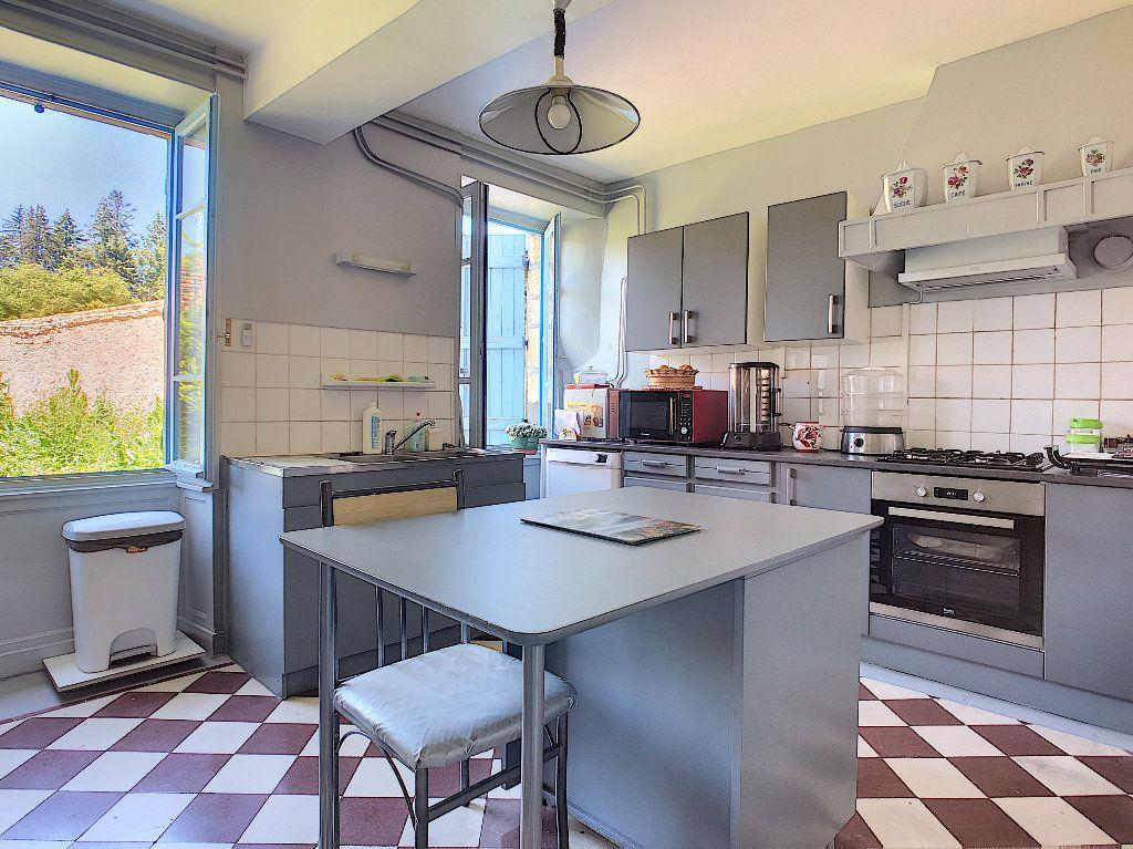 Maison à vendre 11 250.1m2 à Pionsat vignette-12