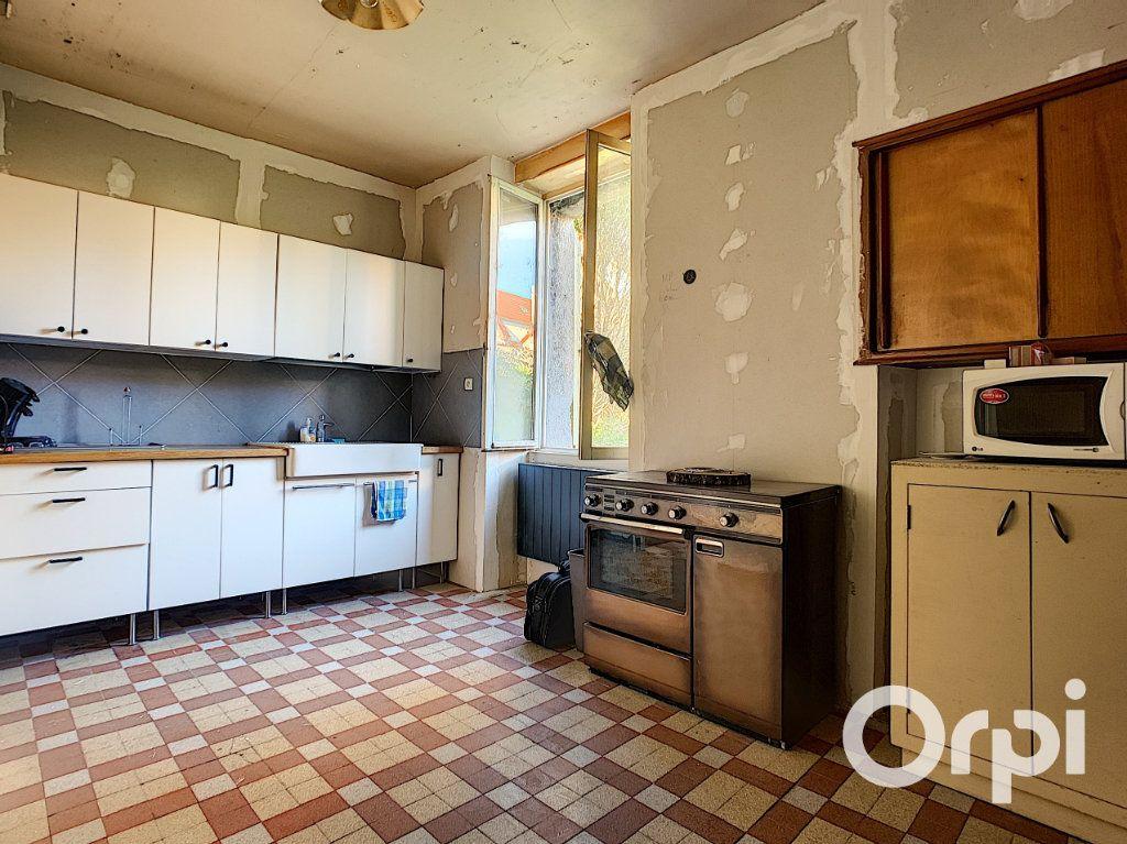 Maison à vendre 5 122m2 à Saint-Éloy-les-Mines vignette-2