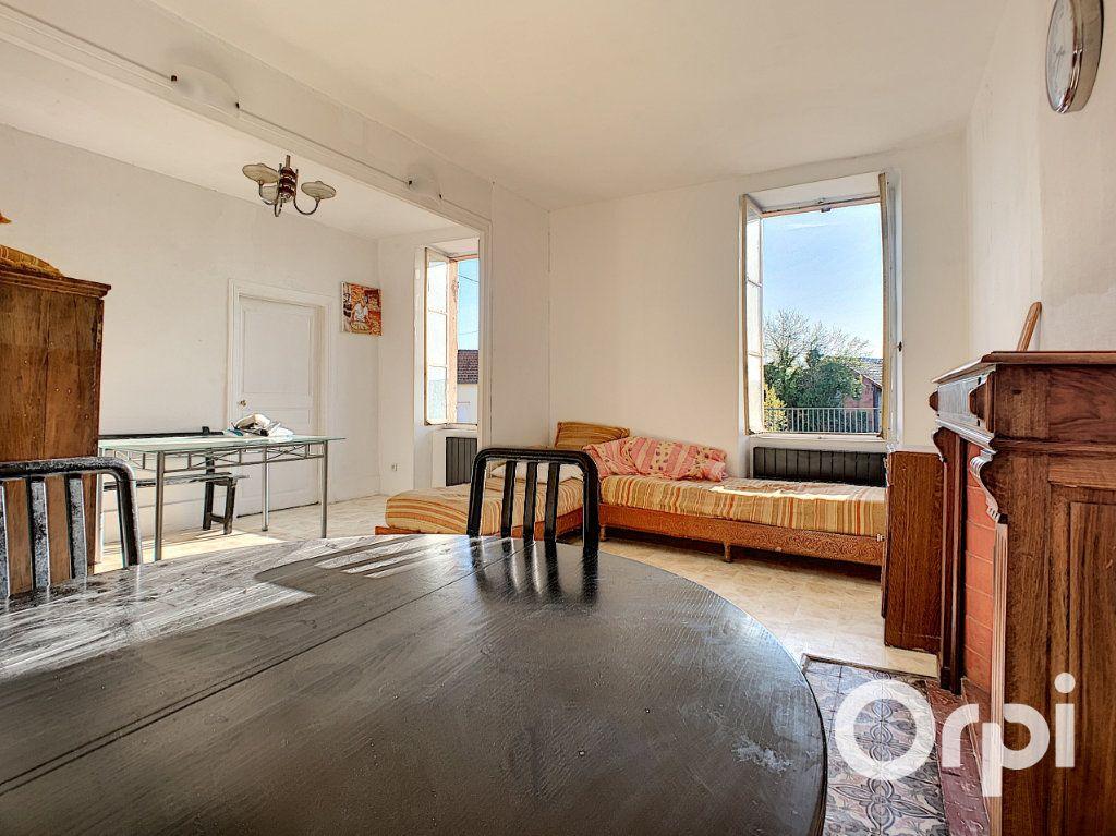 Maison à vendre 5 122m2 à Saint-Éloy-les-Mines vignette-3