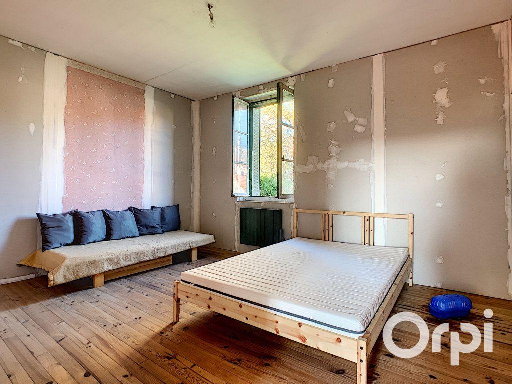 Maison à vendre 5 122m2 à Saint-Éloy-les-Mines vignette-4