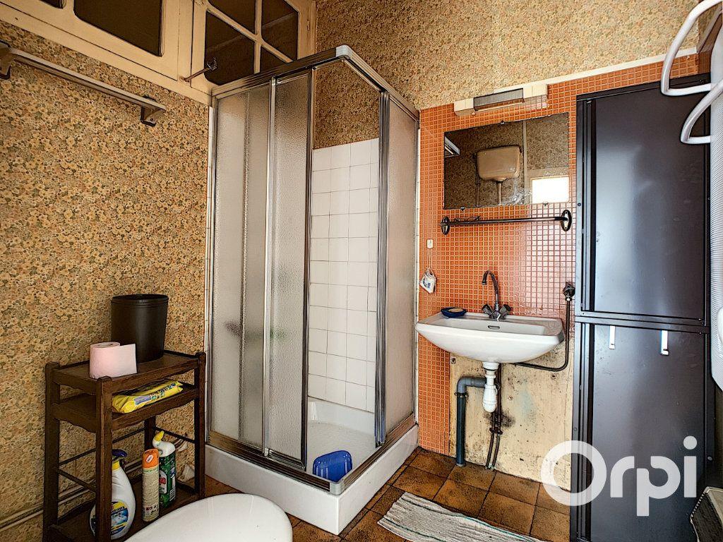 Maison à vendre 5 122m2 à Saint-Éloy-les-Mines vignette-8
