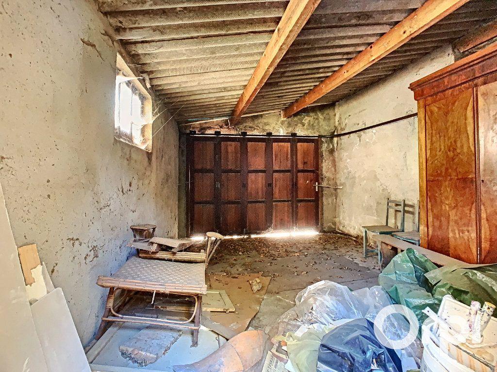 Maison à vendre 5 122m2 à Saint-Éloy-les-Mines vignette-9