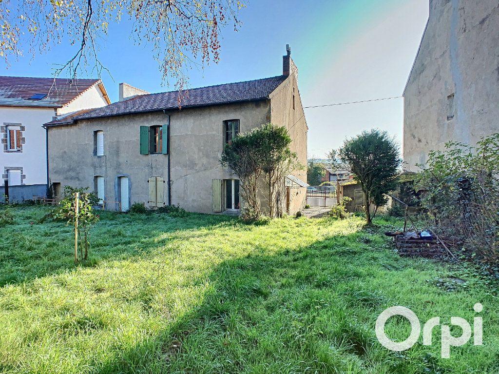 Maison à vendre 5 122m2 à Saint-Éloy-les-Mines vignette-11
