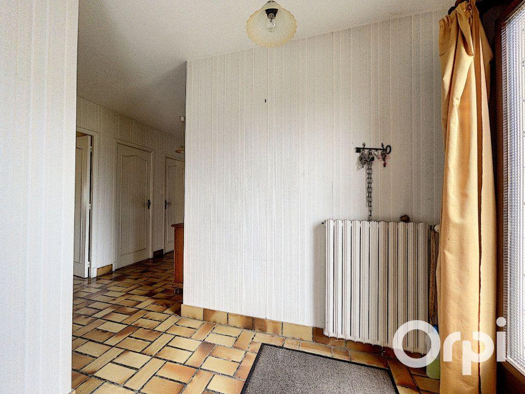 Maison à vendre 5 94m2 à Saint-Éloy-les-Mines vignette-2