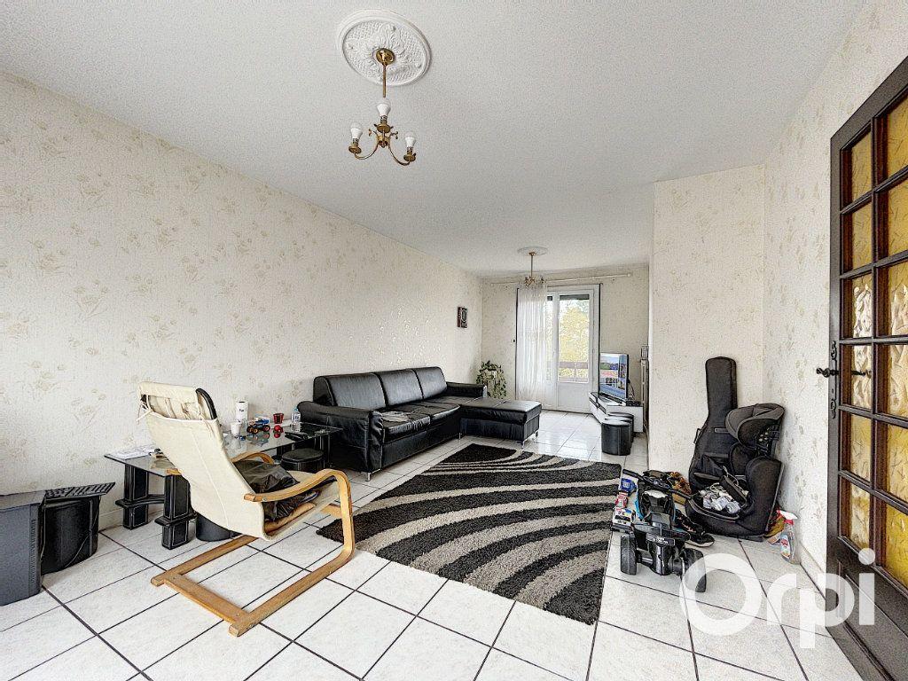 Maison à vendre 5 94m2 à Saint-Éloy-les-Mines vignette-3