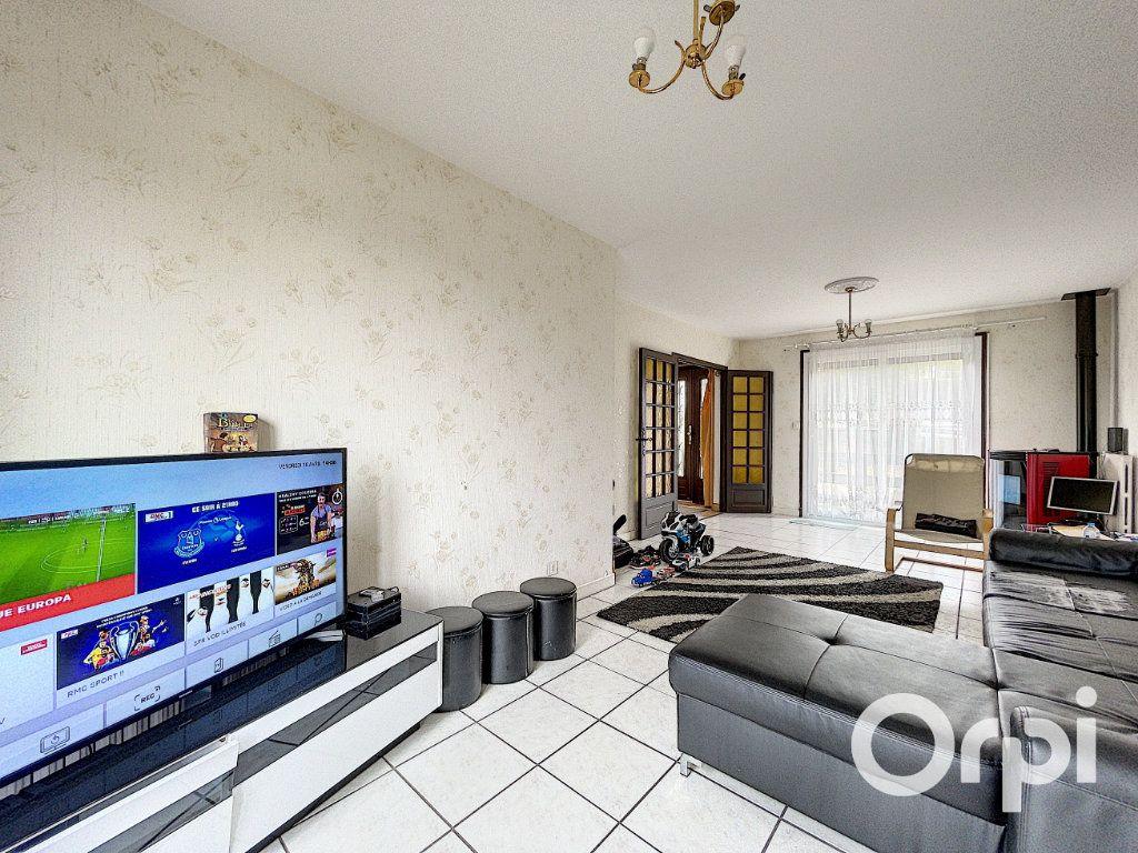 Maison à vendre 5 94m2 à Saint-Éloy-les-Mines vignette-4