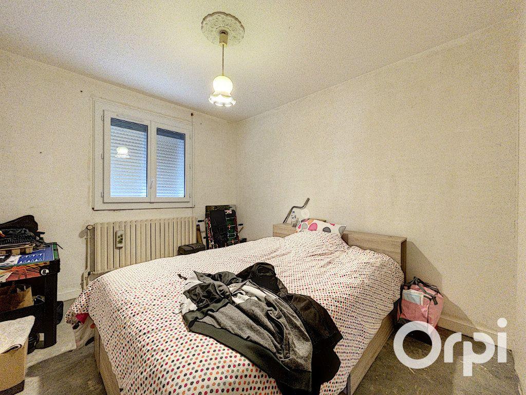 Maison à vendre 5 94m2 à Saint-Éloy-les-Mines vignette-5