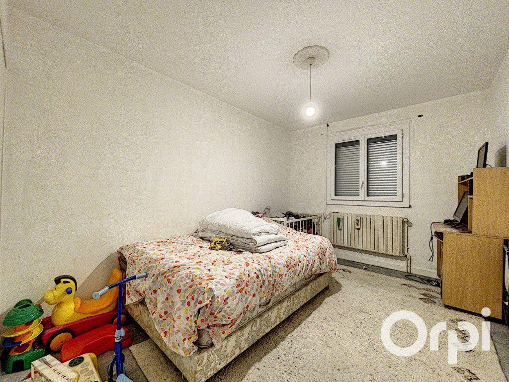 Maison à vendre 5 94m2 à Saint-Éloy-les-Mines vignette-6