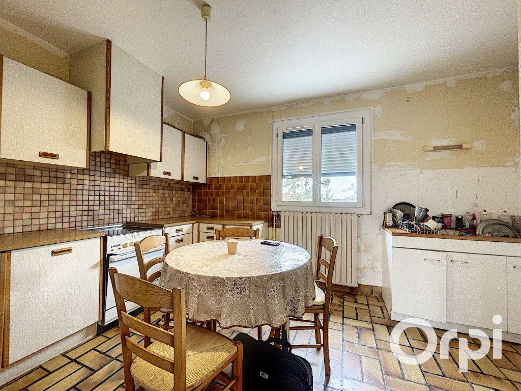 Maison à vendre 5 94m2 à Saint-Éloy-les-Mines vignette-7