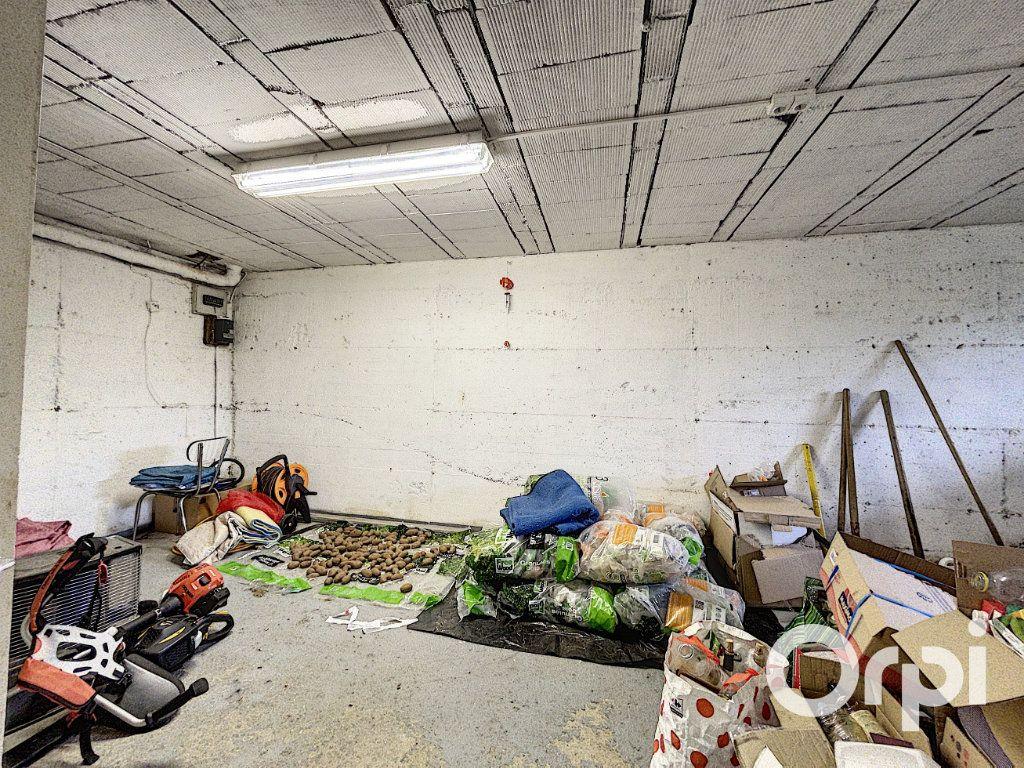 Maison à vendre 5 94m2 à Saint-Éloy-les-Mines vignette-12