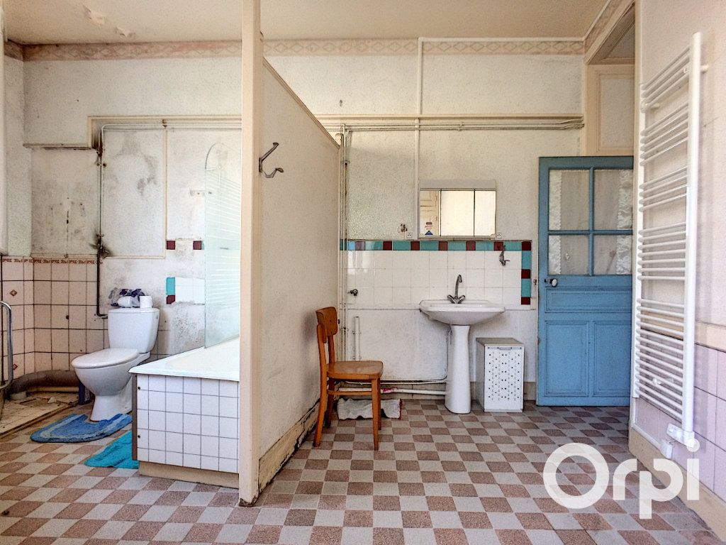 Maison à vendre 5 105m2 à Saint-Priest-des-Champs vignette-3