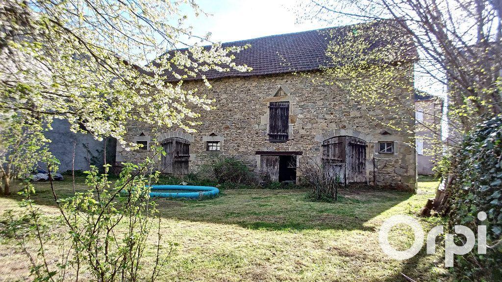 Maison à vendre 6 150m2 à Saint-Priest-des-Champs vignette-2