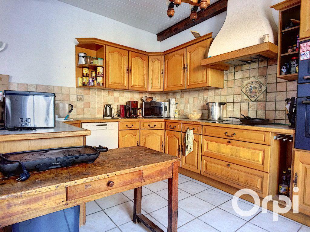 Maison à vendre 6 150m2 à Saint-Priest-des-Champs vignette-3