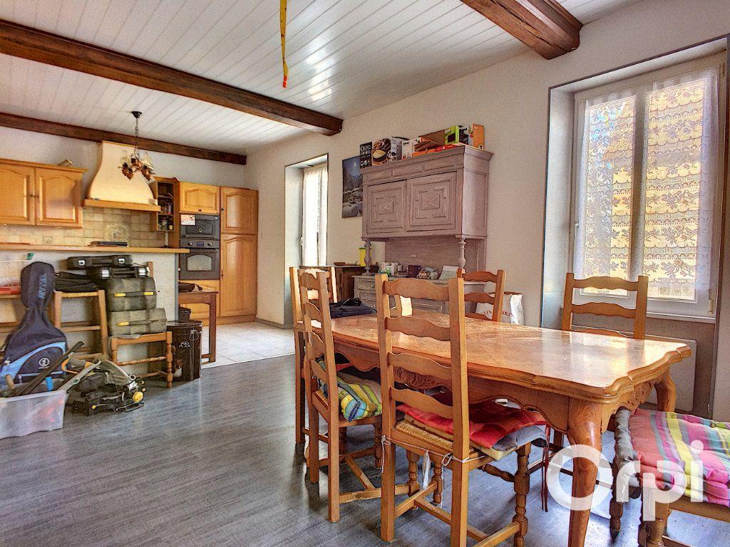 Maison à vendre 6 150m2 à Saint-Priest-des-Champs vignette-4