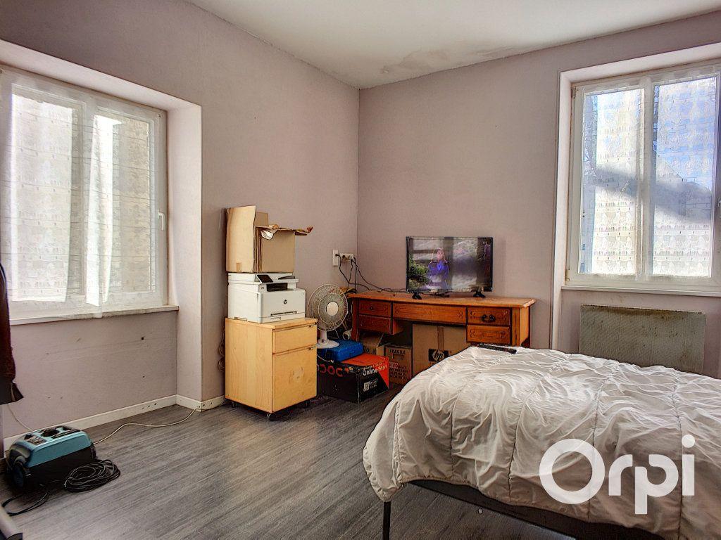 Maison à vendre 6 150m2 à Saint-Priest-des-Champs vignette-9
