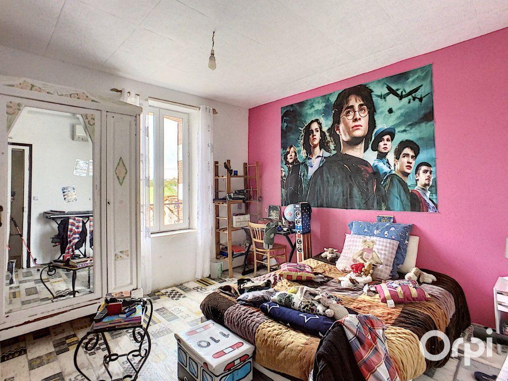 Maison à vendre 9 166m2 à Saint-Éloy-les-Mines vignette-10