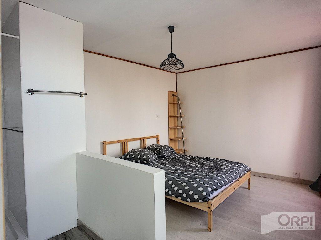 Maison à vendre 9 135m2 à Saint-Éloy-les-Mines vignette-3