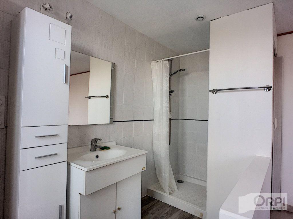 Maison à vendre 9 135m2 à Saint-Éloy-les-Mines vignette-6