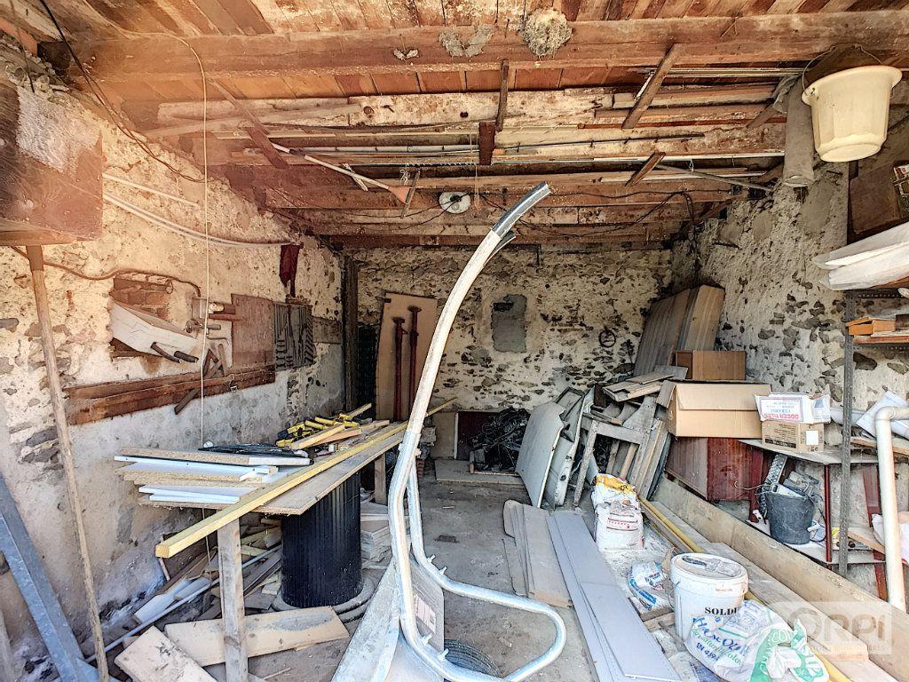 Maison à vendre 9 135m2 à Saint-Éloy-les-Mines vignette-8