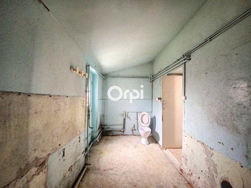 Maison à vendre 9 135m2 à Saint-Éloy-les-Mines vignette-12