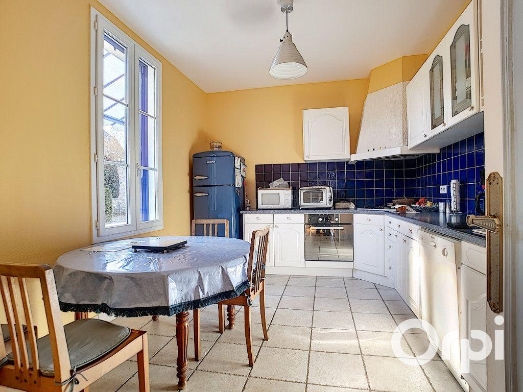 Maison à vendre 4 140.5m2 à Pionsat vignette-2