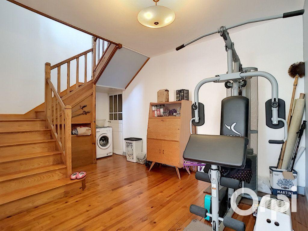 Maison à vendre 4 140.5m2 à Pionsat vignette-3