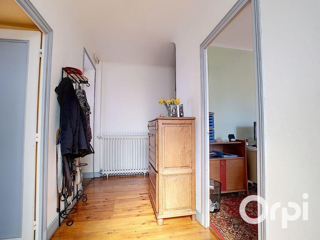 Maison à vendre 4 140.5m2 à Pionsat vignette-7