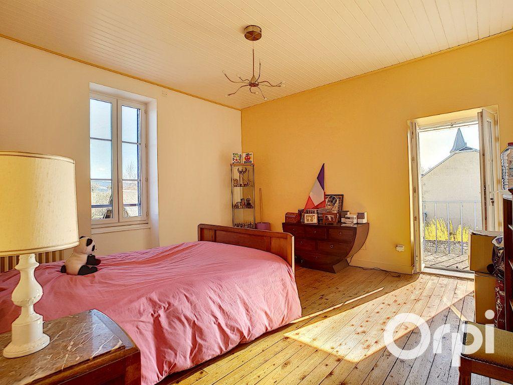 Maison à vendre 4 140.5m2 à Pionsat vignette-9