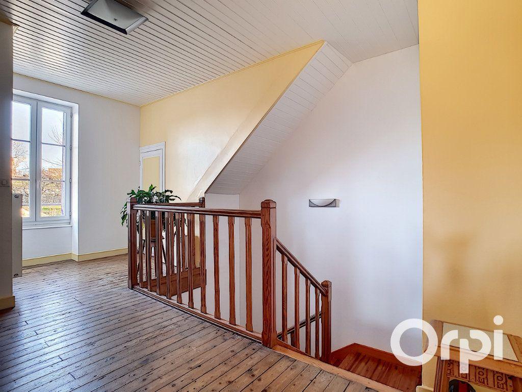 Maison à vendre 4 140.5m2 à Pionsat vignette-11