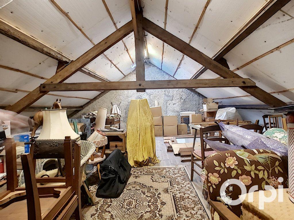 Maison à vendre 4 140.5m2 à Pionsat vignette-13